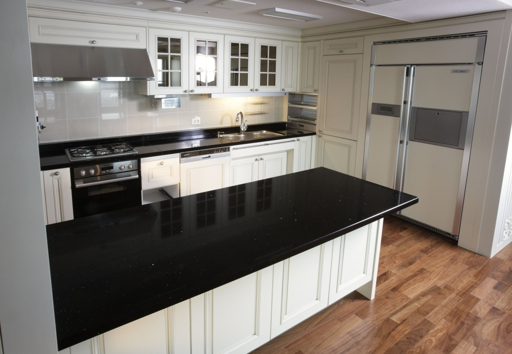 13990-staron-radianz-quartz-surfaces-u901204c3914837d633998774640728587_staron_radianztoba_blackridge_2jpg-1024x708